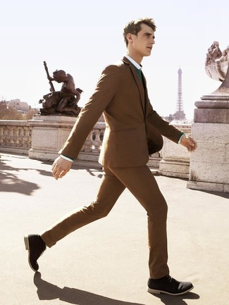 How to wear: black suede desert boots, white dress shirt, green crew-neck sweater, brown suit