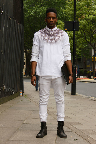 How to wear: black leather casual boots, white jeans, white and black print crew-neck t-shirt, white long sleeve shirt
