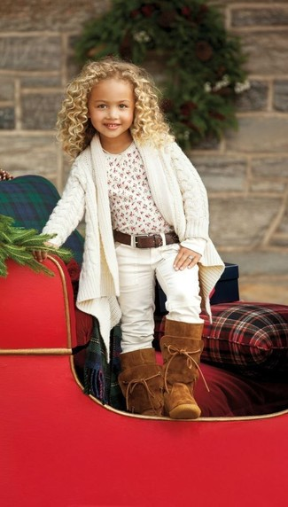 How to Wear Brown Uggs For Girls: Help your child look fashionable by suggesting that she wear a white cardigan and white jeans. Finish this ensemble with brown uggs.