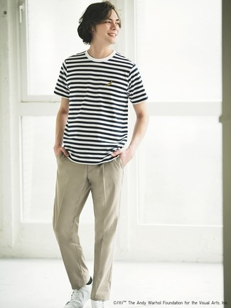 How to wear: white leather low top sneakers, beige chinos, white and black horizontal striped crew-neck t-shirt