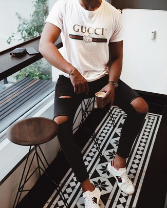 How to wear: white print leather low top sneakers, black ripped skinny jeans, white print crew-neck t-shirt