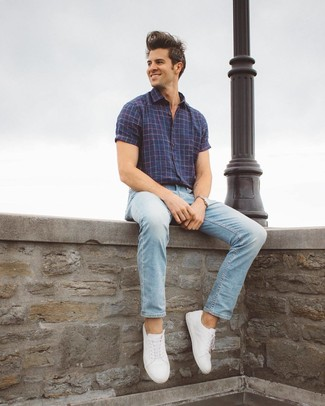 Which Short Sleeve Shirt To Wear With Light Blue Jeans For Men: Step up your casual look in a short sleeve shirt and light blue jeans. White leather low top sneakers look great finishing this ensemble.