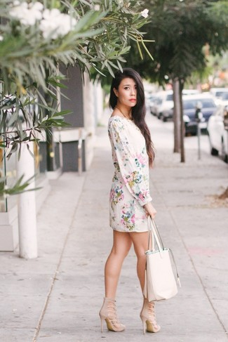 How to wear: white leather tote bag, beige suede heeled sandals, white floral shift dress
