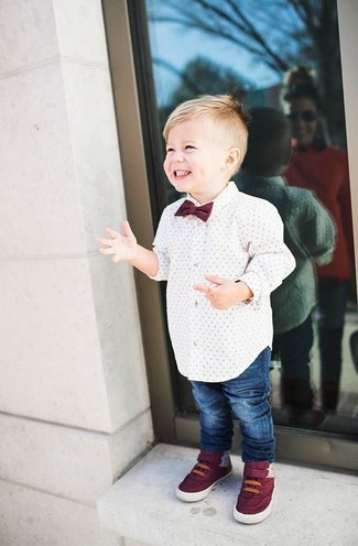 How to wear: white long sleeve shirt, blue jeans, burgundy sneakers, burgundy bow-tie