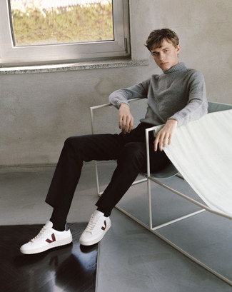 How to Wear a Grey Turtleneck For Men: A grey turtleneck and black chinos have become an essential combo for many fashionable gentlemen. Finishing off with a pair of white leather low top sneakers is the most effective way to introduce a hint of stylish casualness to this ensemble.