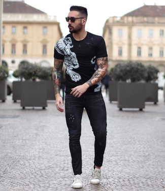 How to wear: black sunglasses, white leather low top sneakers, black skinny jeans, black and white print crew-neck t-shirt