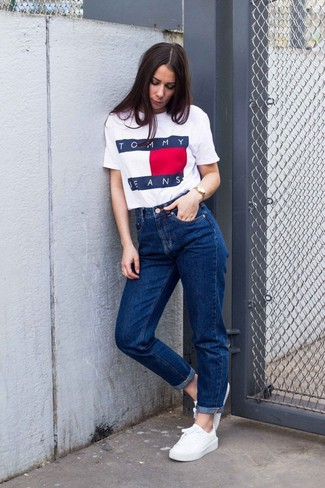 How to wear: gold watch, white low top sneakers, blue boyfriend jeans, white print crew-neck t-shirt