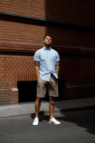 How to wear: white low top sneakers, brown shorts, light blue vertical striped short sleeve shirt