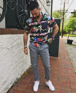 How to wear: blue leather watch, white low top sneakers, grey chinos, black floral short sleeve shirt