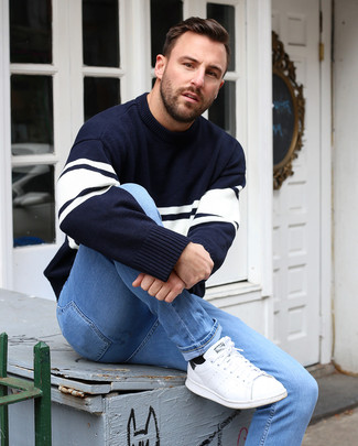 How to wear: black socks, white leather low top sneakers, light blue skinny jeans, navy and white horizontal striped crew-neck sweater