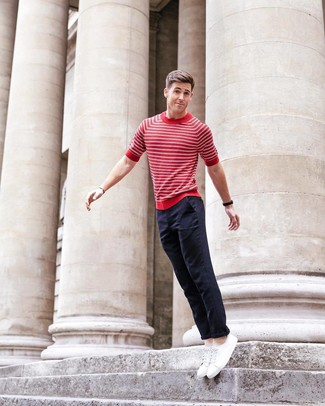 How to wear: white low top sneakers, navy chinos, red and white horizontal striped crew-neck t-shirt