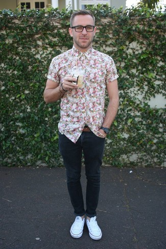 How to wear: brown leather belt, white low top sneakers, navy skinny jeans, white floral short sleeve shirt