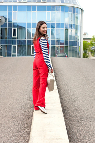 How to wear: beige leather handbag, white canvas low top sneakers, red overalls, navy and white horizontal striped henley shirt