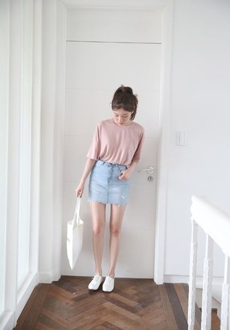 How to wear: white canvas tote bag, white plimsolls, light blue denim mini skirt, pink crew-neck t-shirt