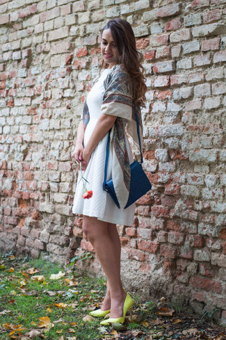 How to wear: white skater dress, green-yellow leather pumps, blue leather crossbody bag, beige print scarf