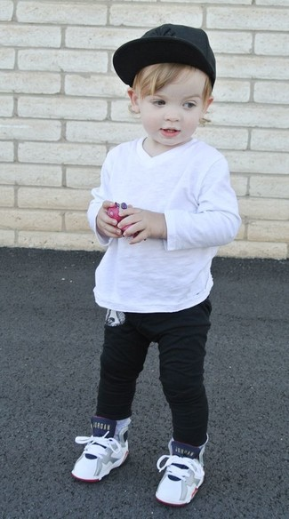 How to Wear a White Long Sleeve T-Shirt For Boys: Suggest that your little angel wear a white long sleeve t-shirt and black sweatpants for a fun day in the park. White sneakers are a savvy choice to round off this outfit.