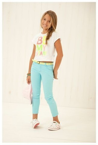 How to wear: green bracelet, white sneakers, mint jeans, white print t-shirt