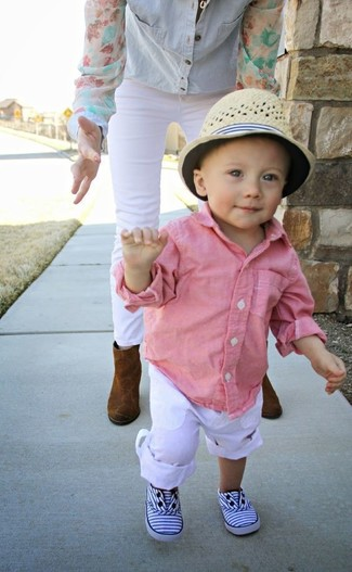 How to wear: beige hat, white sneakers, white trousers, pink long sleeve shirt