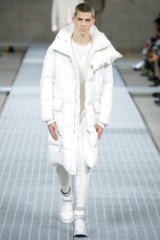 How to Wear a White and Black Puffer Coat For Men: Stand out from the crowd by opting for a white and black puffer coat and white sweatpants. Send an otherwise traditional getup in a more informal direction by sporting a pair of white leather high top sneakers.