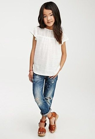 How to wear: white t-shirt, blue jeans, brown leather sandals
