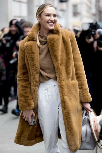 How to wear: grey leather tote bag, white tapered pants, brown knit oversized sweater, tan fur coat