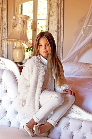 How to Wear White Trousers For Girls: Wearing a white coat and white trousers is a great fashion option for your daughter. As for footwear your girl will love beige ballet flats for this style.
