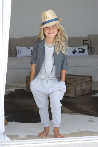 How to wear: beige hat, white trousers, white tank top, grey blazer