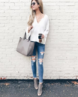 How to wear: white v-neck sweater, blue ripped skinny jeans, grey cutout leather ankle boots, grey leather tote bag