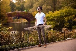 For functionality without the need tosacrifice on fashion, we lovethis combination of a white v-neck tee and khaki casual trousers. Smarten up your getup with brown leather derby shoes. Entirely appropriate for hot weather, you can rock a version of this look throughout the summer.