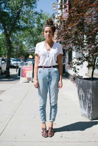 what tops go with light blue jeans