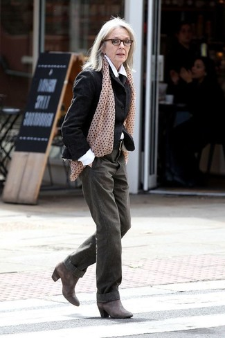 Women's Looks & Outfits: What To Wear In 2020: Pair a black wool blazer with olive wide leg pants to achieve an interesting and pulled together outfit. If you're not sure how to finish off, a pair of charcoal leather ankle boots is a good option.