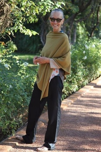 How to wear: beige leather flat sandals, black wide leg pants, white print long sleeve t-shirt, olive poncho