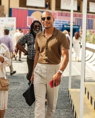 How to Wear a Black Canvas Zip Pouch For Men: Consider pairing a tan short sleeve shirt with a black canvas zip pouch for a laid-back twist on day-to-day fashion.