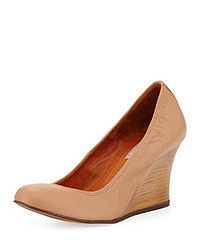 Tan wedge pumps original 9367547